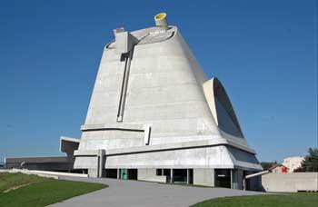 ル・コルビュジエ/フィルミニのサンピエール教会(フランス)